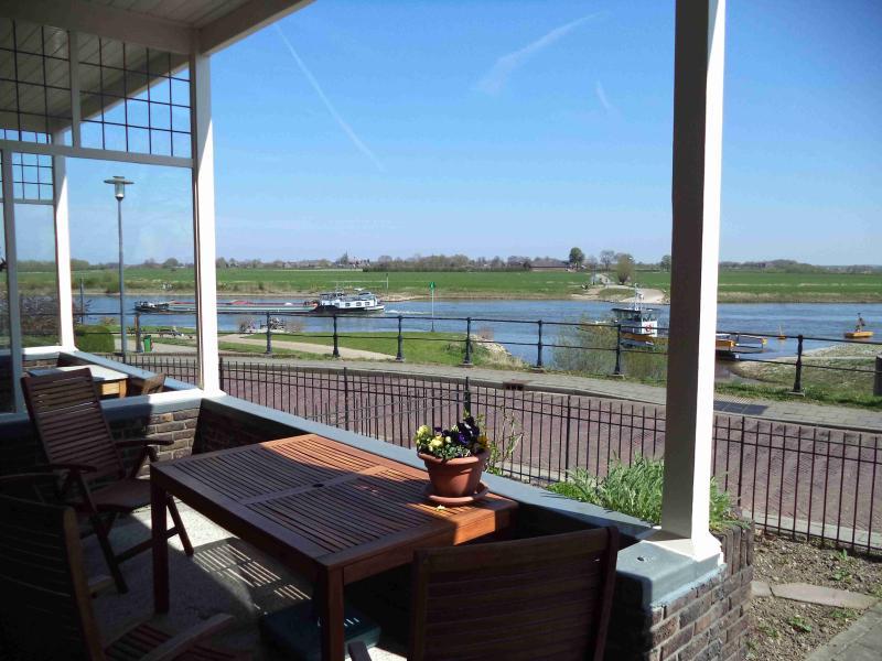 Vakantiewoning met uitzicht over rivier de IJssel, vakantiewoning in Doesburg