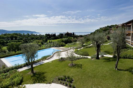 EXCLUVISE BRAND NEW GOLF CLUB VILLA. POOL & LAKE, vacation rental in Toscolano-Maderno