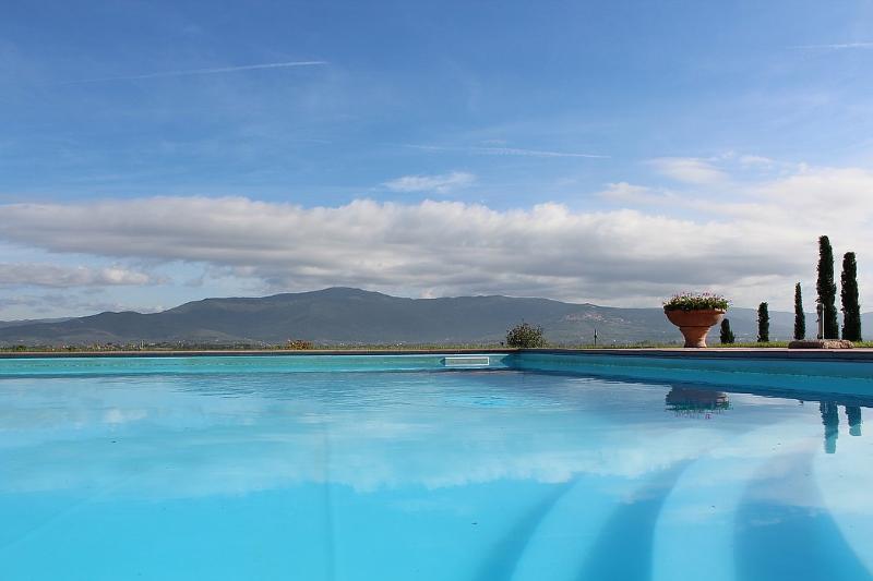 Cortona Villa Sleeps 5 with Pool Air Con and WiFi - 5229600, holiday rental in Fratticciola