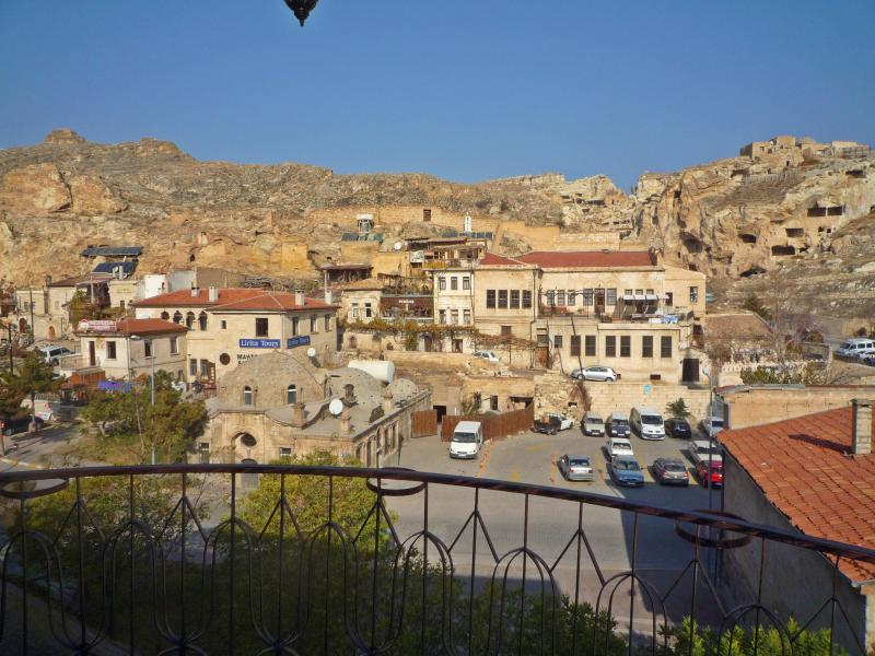 Cappadocia Panorama Balcony Suite, holiday rental in Uchisar