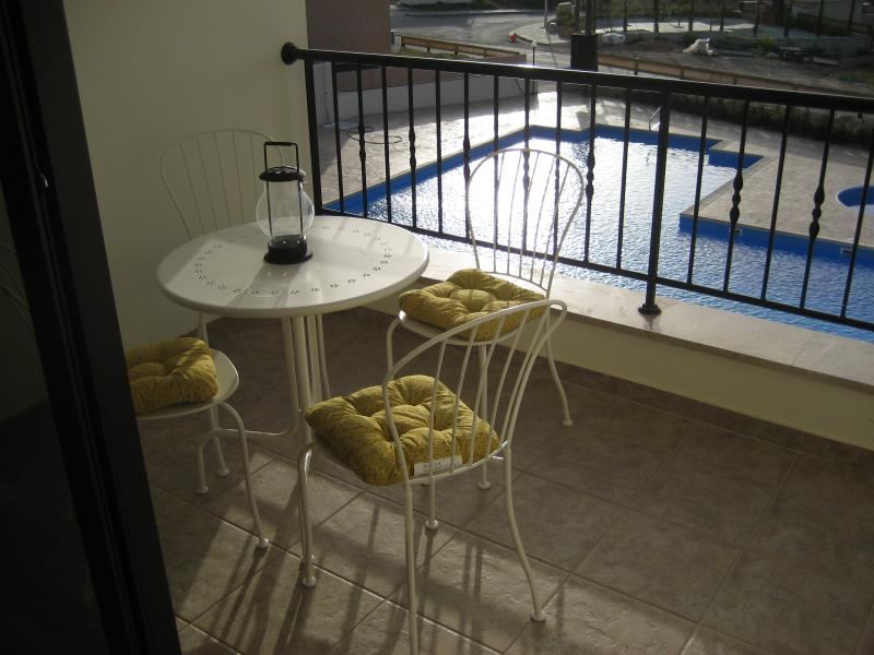 Stylish contemporary apartment with large pool, holiday rental in Pissouri
