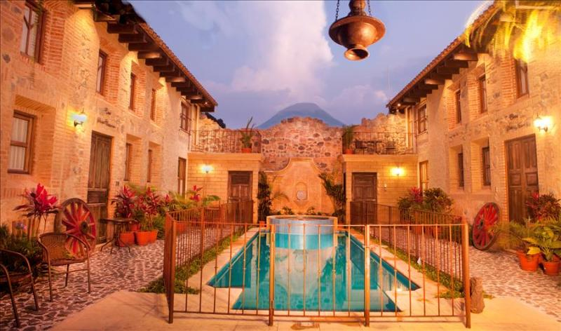 Casa Santa Cruz - Antigua's Central Hidden Secret w/pool (4 of 4) + Free Night, vakantiewoning in Guatemala