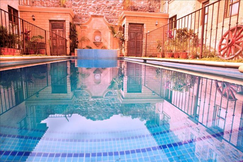Casa San Juan - Antigua's Central Hidden Secret w/ pool (3 of 4) + Free Night, casa vacanza a Chimaltenango Department