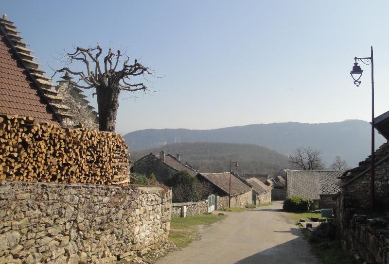La aldea de Veyrin. El aumento de Lauzes