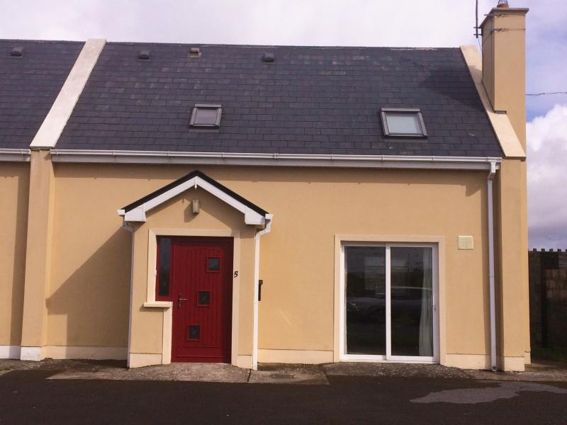 Lovely house in the heart of West Clare – semesterbostad i Spanish Point