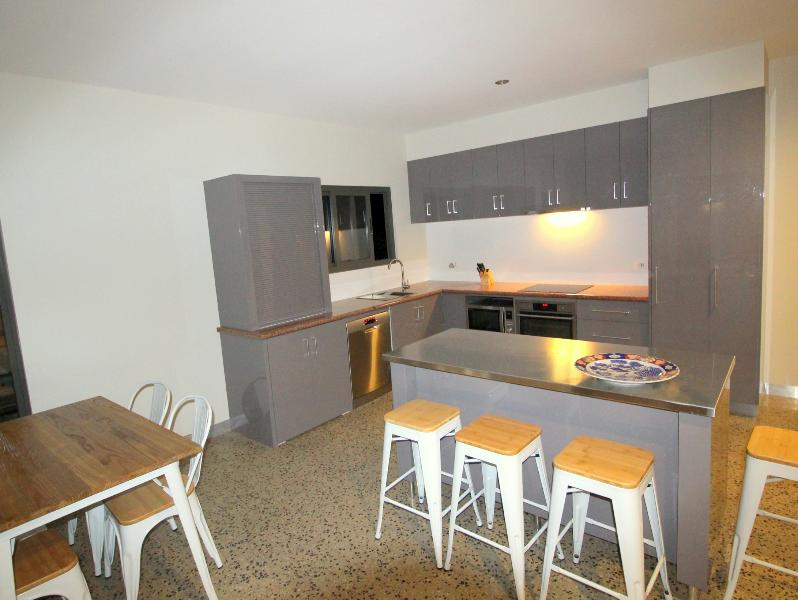 Fully appointed kitchen with washing machine