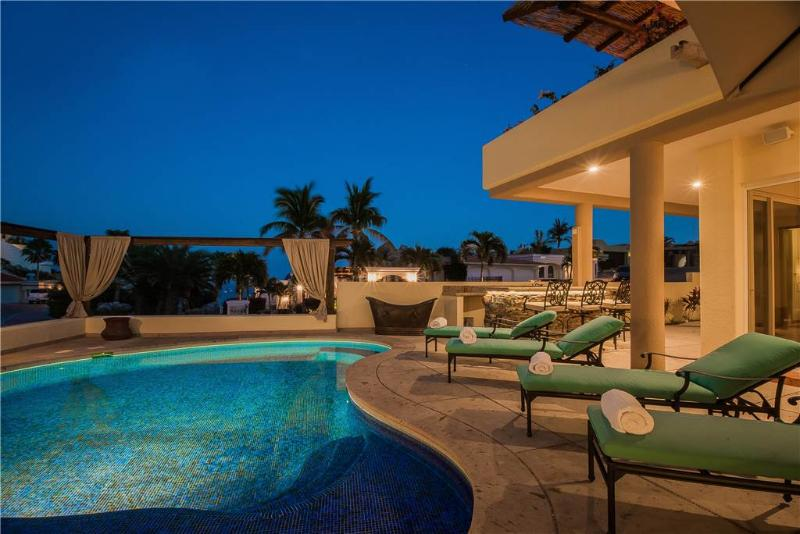 Convenient Proximity to Downtown Cabo, Enjoy Villa Via A La Casa!, location de vacances à Cabo San Lucas