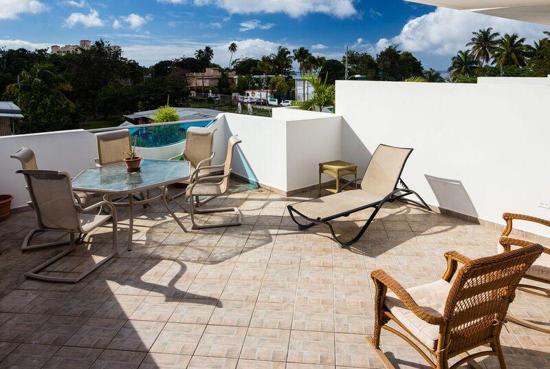 Suite 8 at WaveCoast, Beachside, Private Rooftop Terrace w/Jacuzzi &Dipping Pool, location de vacances à Rincon