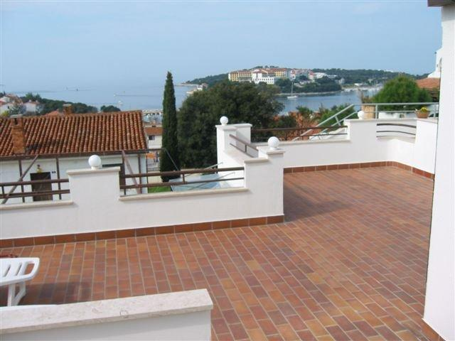 Suncaliste,2 bed,large terrace,views,wifi,air con, holiday rental in Pula