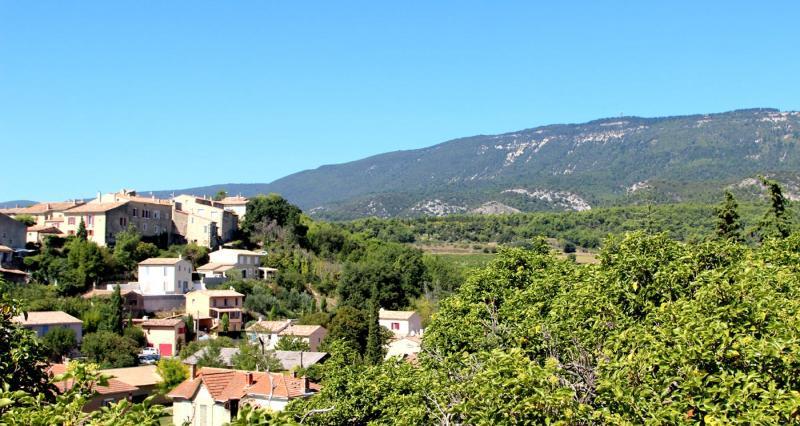 Le village perché au pied du Luberon
