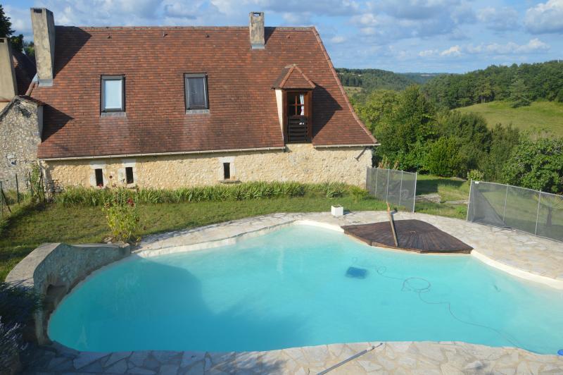 Demeure de charme en pierre avec piscine, au calme, vacation rental in Saint-Geyrac