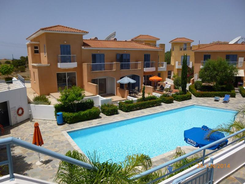 Luxury Townhouse in peaceful setting, vacation rental in Episkopi