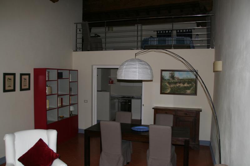 Letto Matrimoniale Soppalco Con Armadio Sotto.Florence Centre 3 Rosso Fiorentino Has Air Conditioning And