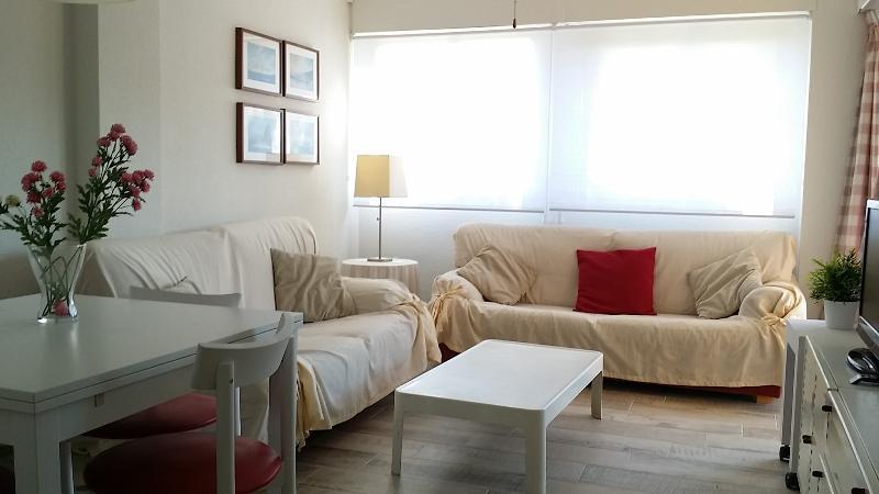 APARTAMENTO WIFI GRATUITO- AIRE ACONDICIONADO, vacation rental in Benicasim