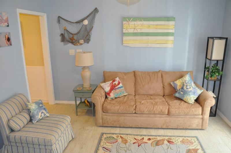 Bright and cheery with coastal decor. Queen sleeper in living room.