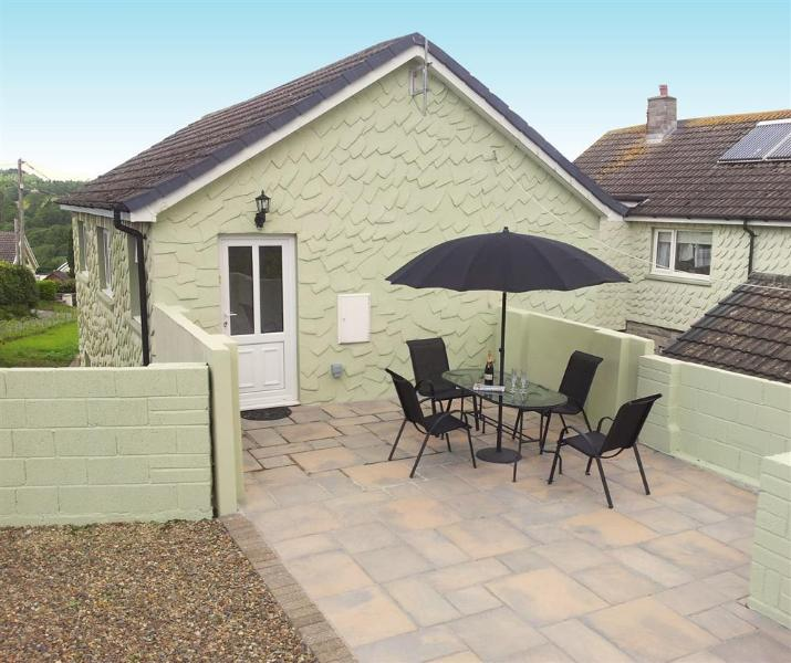 St Helen's Apt 1 with patio area, sleeps 4, Pet welcome & parking for 2 cars