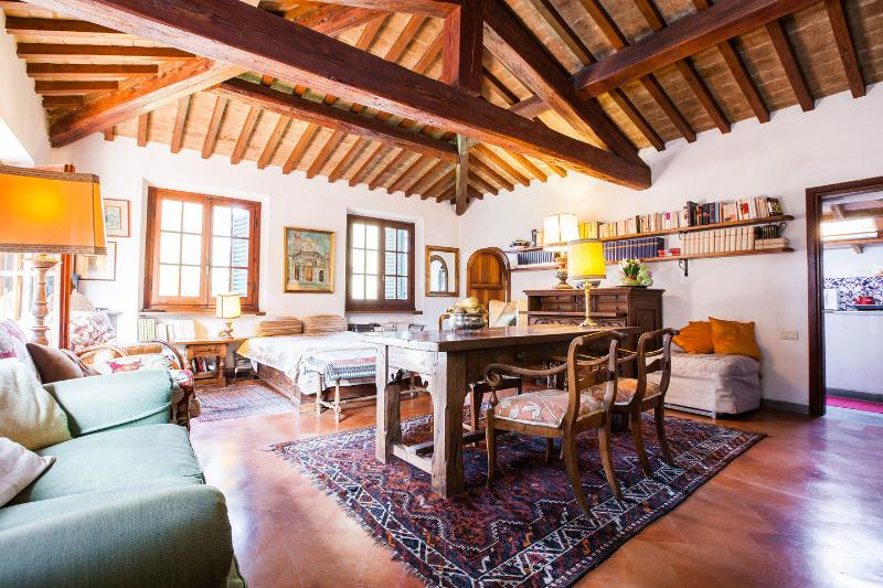 The perfect Florentine retreat: 2 Apts with 2 DBL, vacation rental in Florence