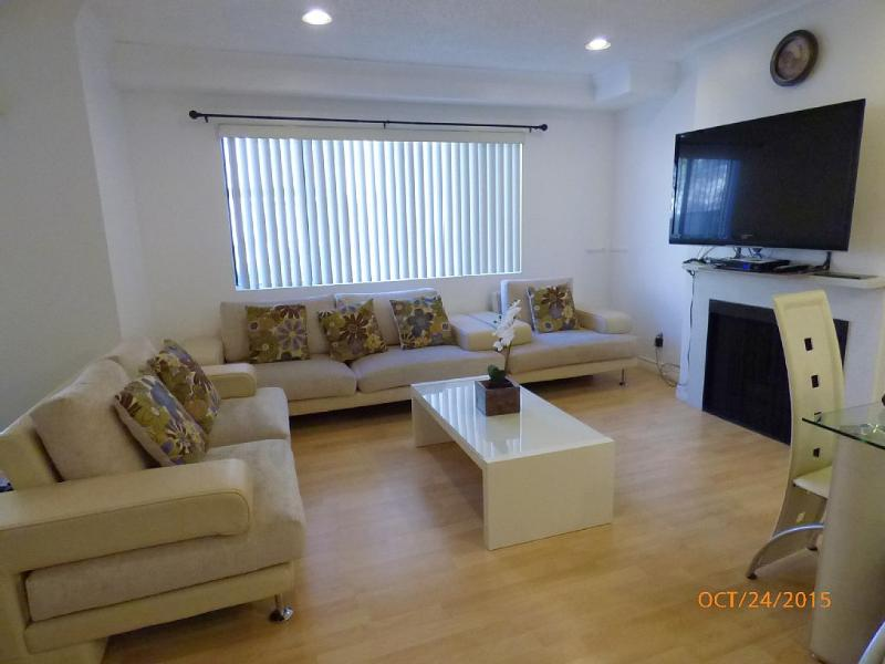 Living room - Cable, Wifi, flat screen TV.