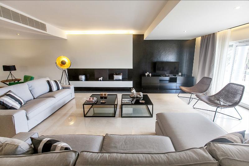 New Luxury Apartment facing the Sea, casa vacanza a Parede