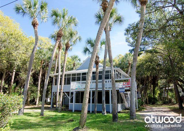 MoonDance - Quick Beach Access, Lots of Shade From Palms, holiday rental in Edisto Island