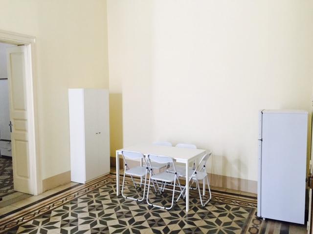 Area Ristoro (tavolo, frigo, credenza.) NO CUCINA