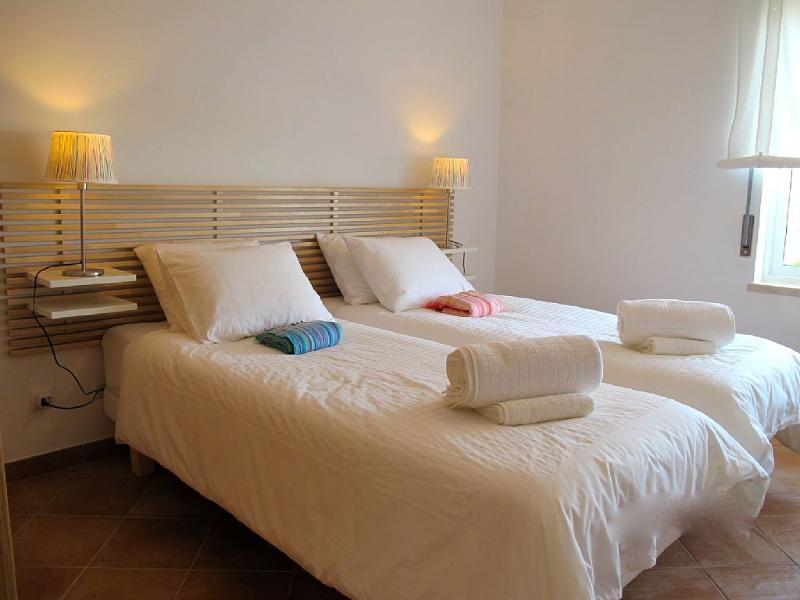 2ème chambre - Possibilité de faire un grand lit. Oreillers ergonomiques dispo.