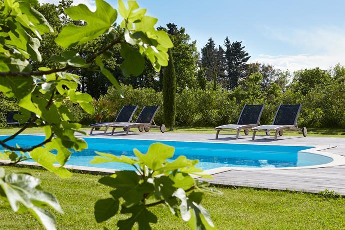Au bord de la piscine en Provence