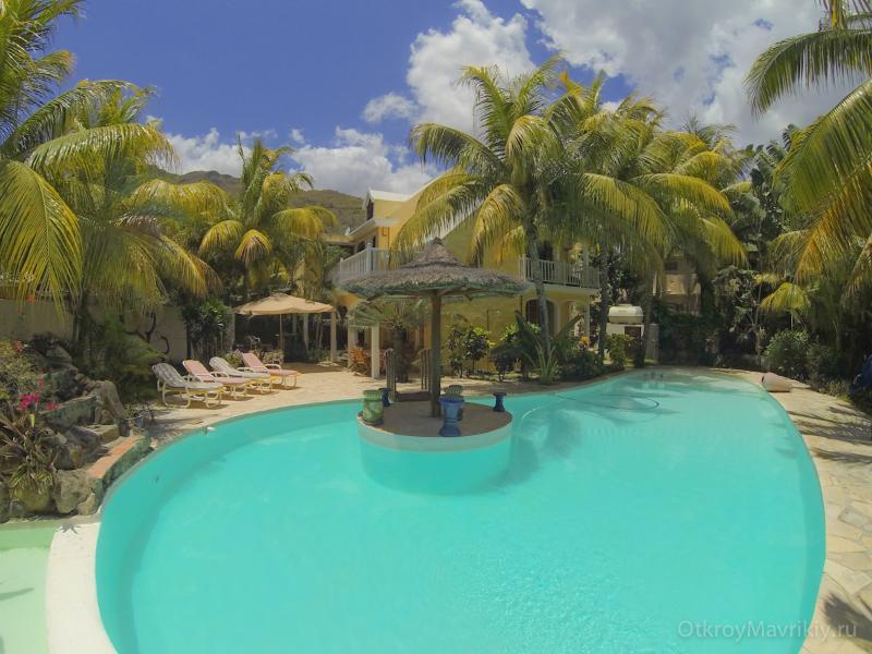 Villa with big swimming pool