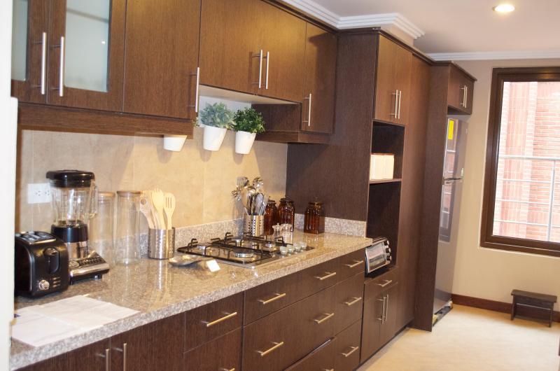 Gourmet kitchen  fully equipped. Bella cocina  bien equipada
