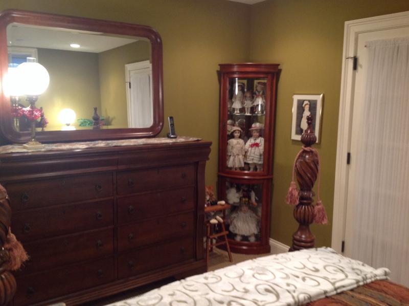 Second bedroom dresser.