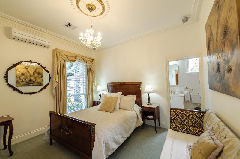 Napoleon Room, vacation rental in Walhalla