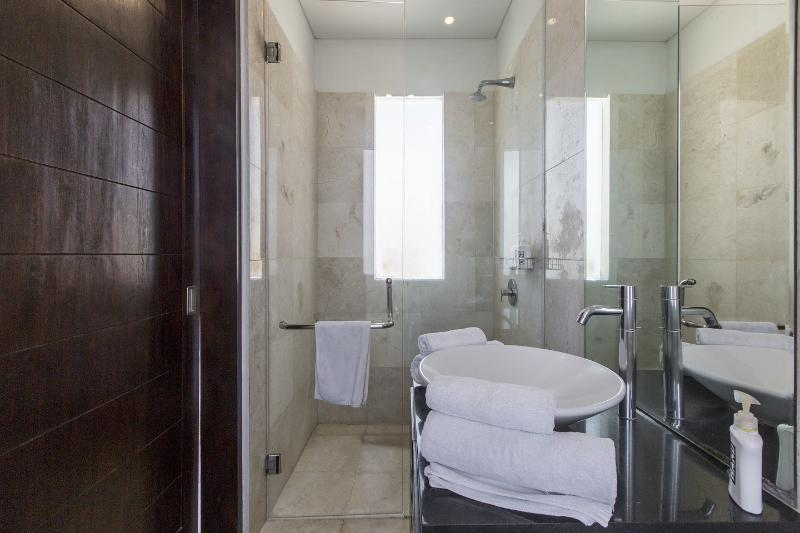Bathroom Twin Bedroom