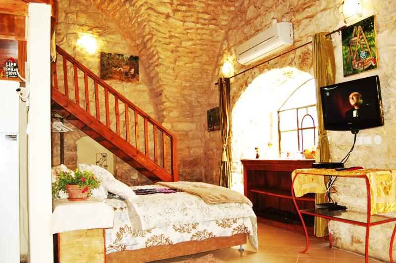 The Garden Terrace Studio a stone bulding in the heart of old city Zefat for your perfect vaction