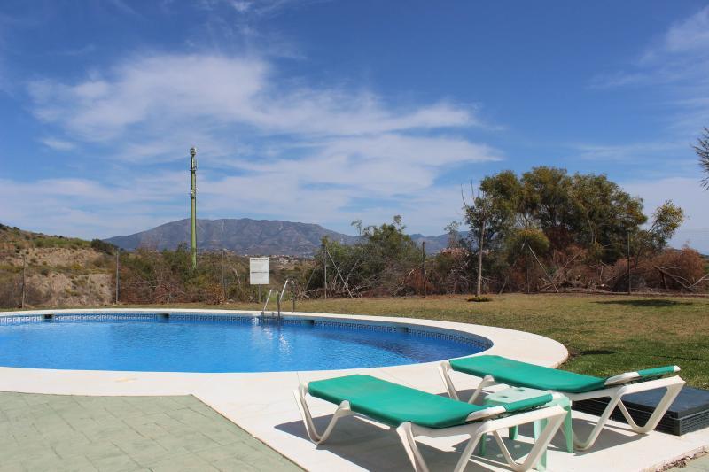 1430 - 2 bed apartment, Mirador de Miraflores Golf, Calahonda, Mijas Costa, holiday rental in Sitio de Calahonda