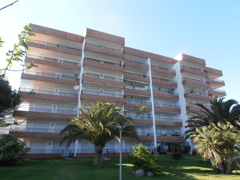 Fantastic Views In First Line In A Spacious Apartm, alquiler de vacaciones en Miami Platja