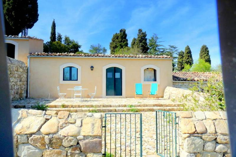 Masseria San Giovanni Sgadari ' Cottage Stalletta', vacation rental in Petralia Soprana