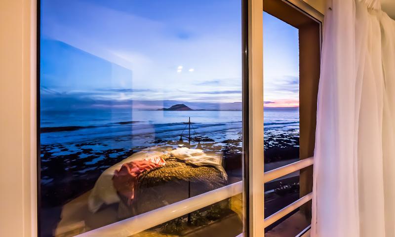 Views of the Isla de Lobos: photo taken at 19: 26h.-Overlooking Isla de Lobos: photo taken at 7: 26p