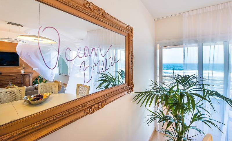Ocean Breeze desea Daros la bienvenida-Ocean Breeze gostaria de recebê-lo