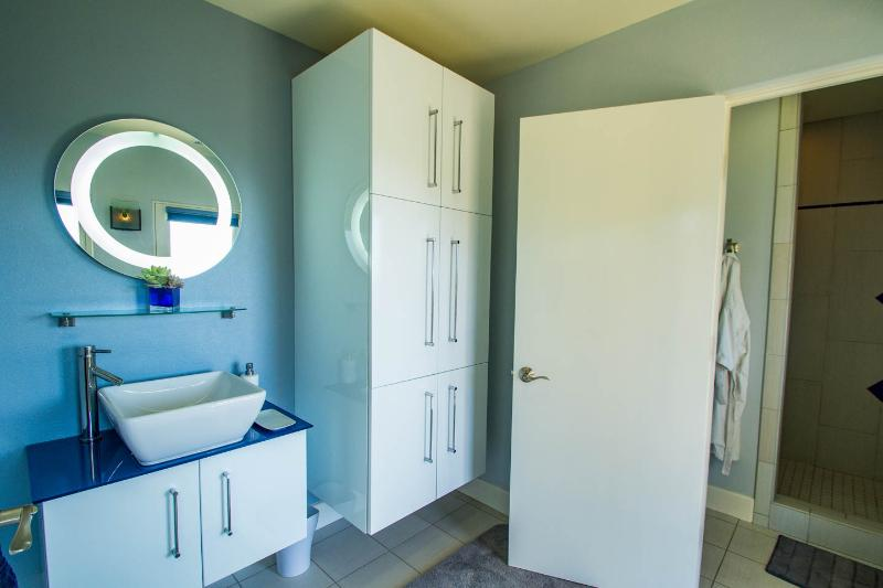 Guest bath with private access to pool.