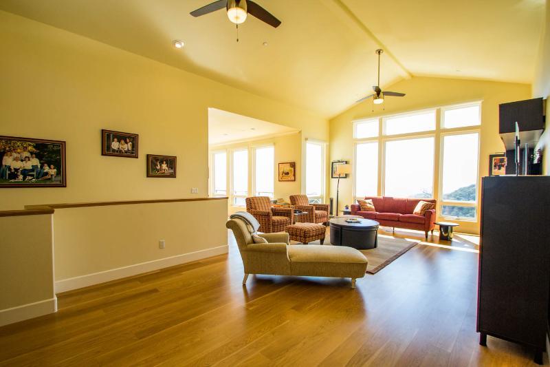 Spacious living room with awsome views for socializing.