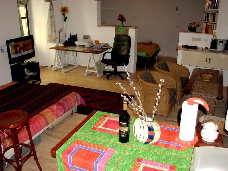 Interior de la entrada y la cocina