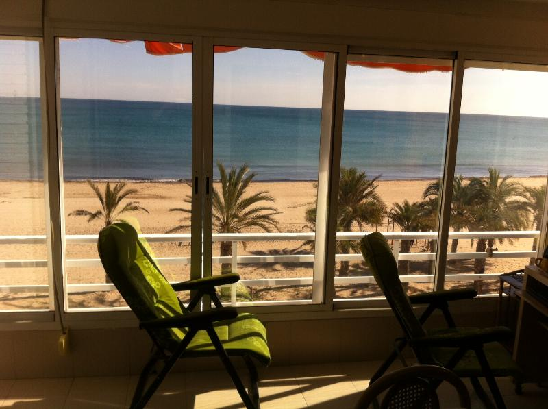 Alicante, studio first line on Beach, Sea at 50 m, holiday rental in Mutxamel