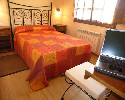 Habitación con cama matrimonial. Wifi en apartamento