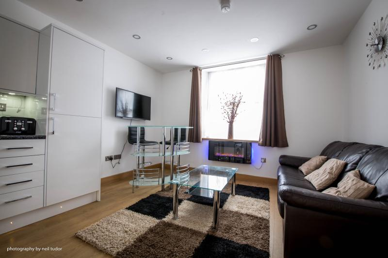 4Fullyfurnished brandnew 1&2bed serviced apartments within Citycentre near tourist areas &university