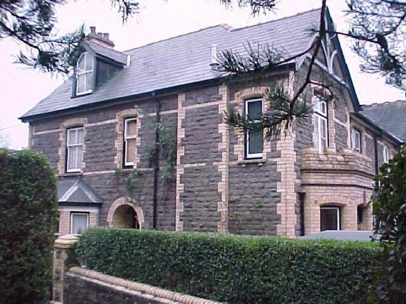 One Bedroom Loft Apartment walking distance to Town Centre, alquiler de vacaciones en Llanddewi Rhydderch