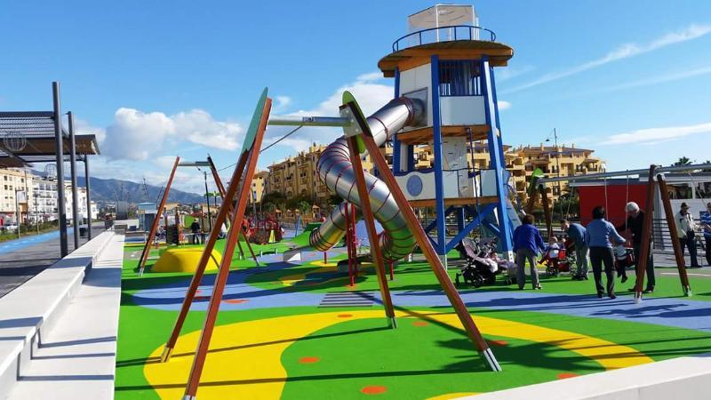 San Pedro Boulevard with children´s parks