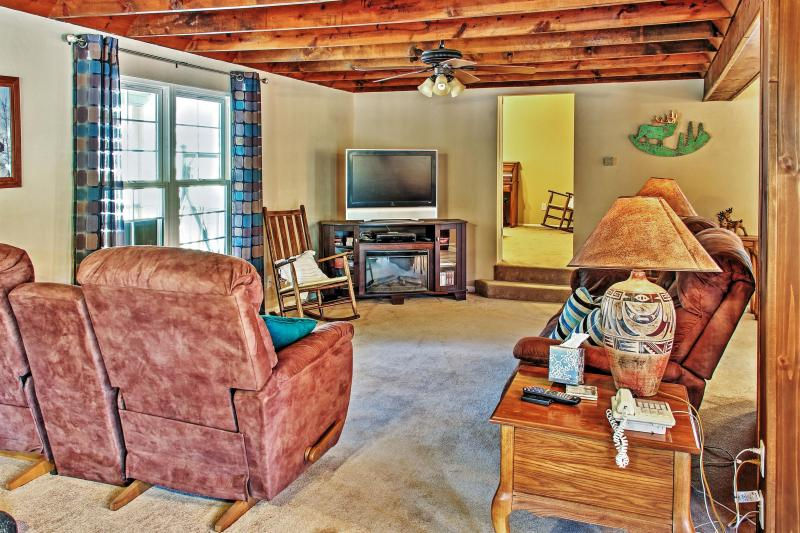 Snuggle up in the inviting living room and watch your favorite cable show on the flat screen TV