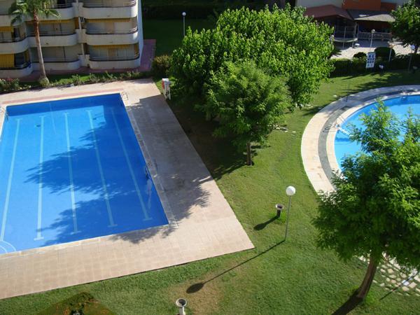 3 piscinas con jardín con 6000m2