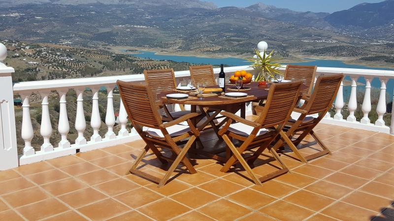 Enjoy dining overlooking the lake