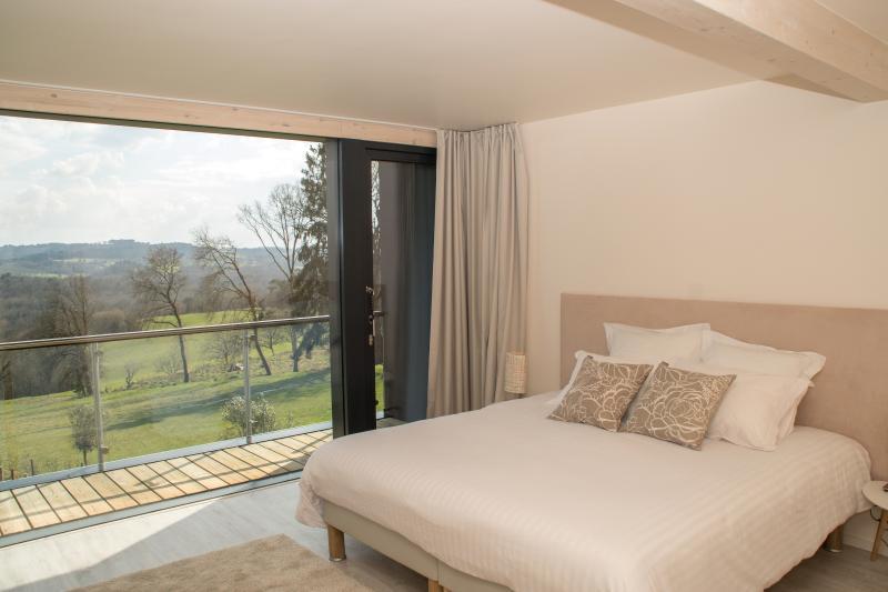 Villa Lascaux, Room 2, bed, view